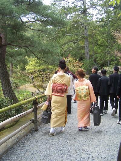 Passeggiando nel giardino del Kinkakuji, Kyoto.