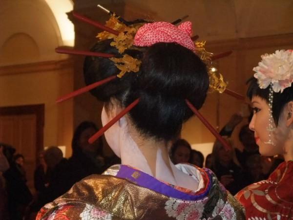 Lugano, 30 ottobre 2010, vestizione della geisha.