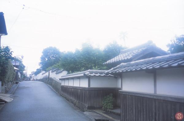 residenze di guerrieri sotto la pioggia. Hagi, agosto 2005.