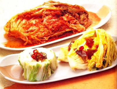 Il cavolo cinese ritorna in tante ricette casalinghe. (Foto da un vecchio ricettario della prefettura di Tochigi.)